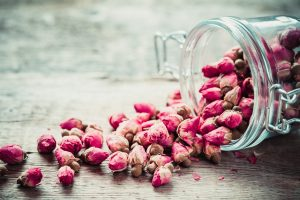 Dried rosebuds are pungent and help clear qi stagnation